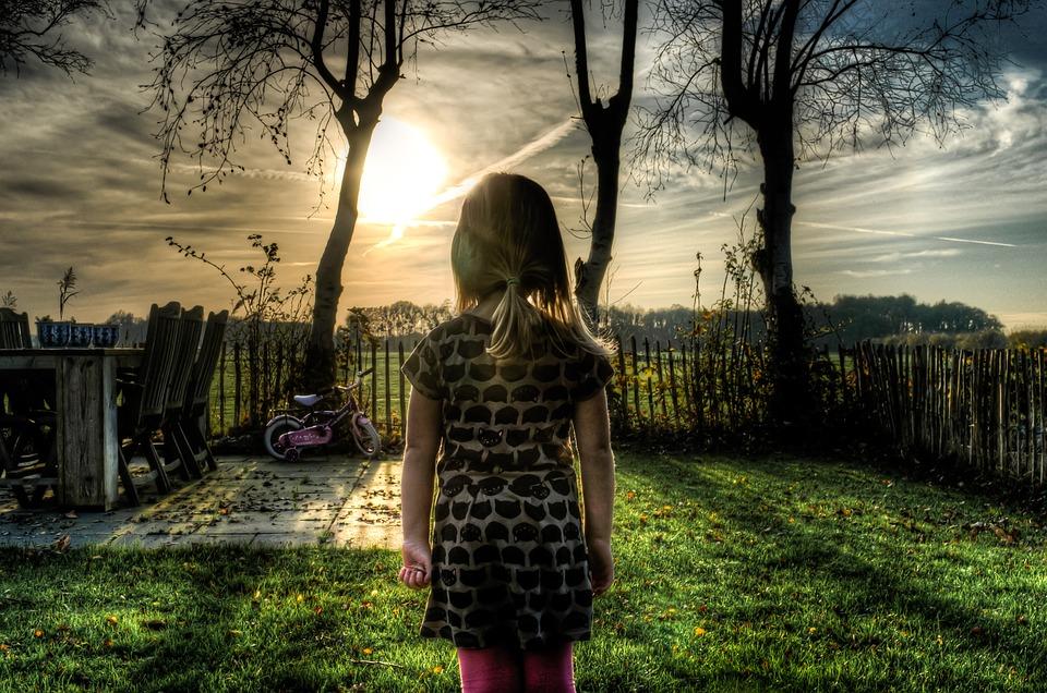 dítě zahrada