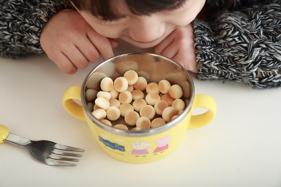 Z jakého materiálu by mělo být dětské nádobí?
